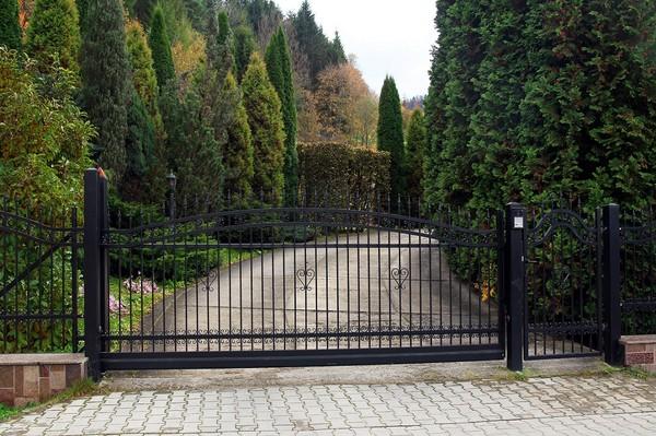Ширина въездных ворот. Какая оптимальная и практичная?